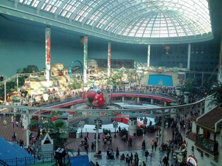 A view of all of Lotte World