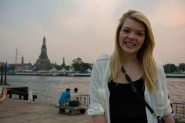Nicole in front of Wat Arun