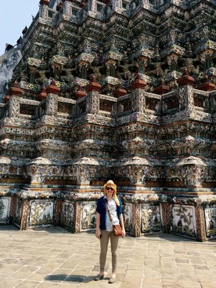 Nicole in front of Wat Arun