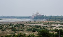 This view is from Agra Fort, but it seemed to fit in here better