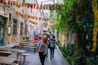 Street Art Cafe in Kreuzburg