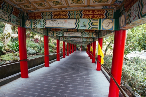 Walking to Zhinan Temple