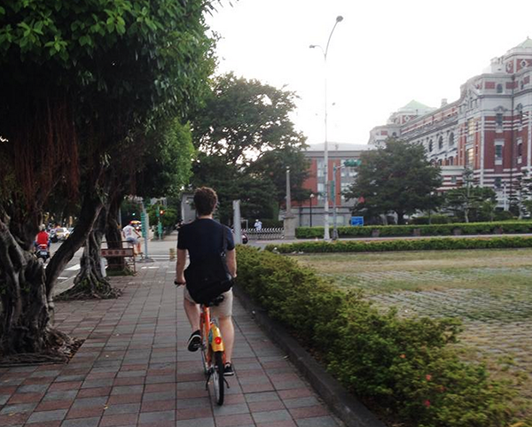 Cruising around Taipei on Bikes