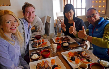 Lunch with Robin and his wife