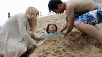 Nicole burying Ju-on